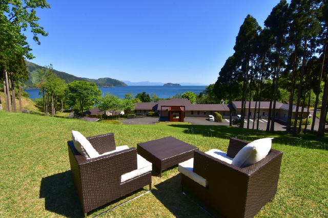 神秘的な奥琵琶湖のエルミタージュ 敷地面積4万坪の隠れ家オーベルジュホテルで過ごす